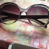 Ochelari de soare model deosebit