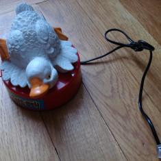Jucarie figurina postament Duck Tele-Bell rata ratusca alba scoate sunete macane si se aprinde - Figurina Animale