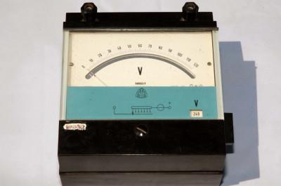 Voltmetru analogic  600V cc foto