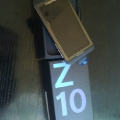 Telefon mobil Blackberry Z10, Negru, Orange - Vand BlackBerry Z10 Nou cu folie, nefolosit.