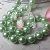 I06 Colier de perle din scoici de mare, culoare verde pal. - Colier perle