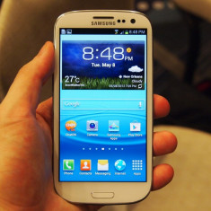 Telefon mobil Samsung Galaxy S3, Albastru, 16GB, Neblocat, Quad core, 1 GB - Schimb sau vand galaxy s3 cu un galaxy s4 + diferenta