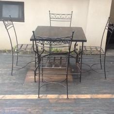 Mobila pentru baruri si cluburi - Masa cu 4 scaune din fier forjat si blat din lemn(stejar/fag)