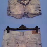 Pantaloni scurti Fishbone din blug