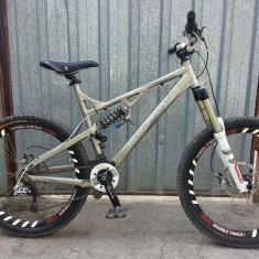 Bergamont Threesome 8.9 - Mountain Bike Bergamont, 20 inch, 26 inch, Numar viteze: 9, Aluminiu, Gri mat
