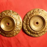 Metal/Fonta - 2 Farfuriute -piese alama pt. Sfesnic (opresc ceara), d= 6, 5 cm