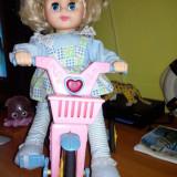 Papusa pe bicicleta
