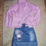 COSTUMAS NOU NOUT SACOU GEN GEACUTA DIN DENIM SI FUSTITA HELLO KITTY  MAS 3-4 ANI 40 RON