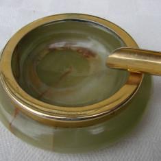 Frumoasa scrumiera din onix