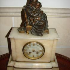 Ceas de semineu din onix Madona cu Pruncul, perioada anilor 1870