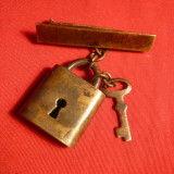 Insemn Militar Lacat si cheie, bronz, h= 3 cm AustroUngaria