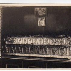 Sicriul Sfantului Grigorie Decapolitul in Manastirea Bistrita -Valcea, Foto J.Fischer, 1931 - Carti Postale Romania dupa 1918, Necirculata, Fotografie