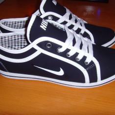 Tenisi dama - Vand Tenisi NIKE, Tenesi de tip adidasi, alb-negru, model nou, PRIMAVARA 2015!