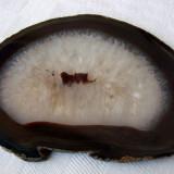 Frumoasa piatra slefuita din agat pe nuanta maro (2) - Fosila roca, Felie, Agata