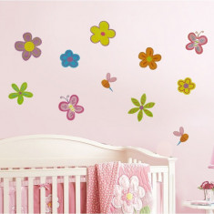 Tapet - Sticker - autocolant decorativ pentru perete, model flori si fluturi camera copilului