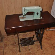 Masina de cusut UCM Cujmir
