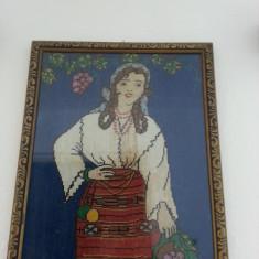 Tablou goblen domnisoara tarancuta inramat lemn + geam