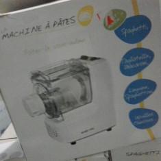Robot Bucatarie, 200 W - Masina electrica taietei si paste-noua sigilata!
