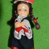 Papusa etno / imbracaminte folclorica, traditionala, din plastic, pe clema, 11cm