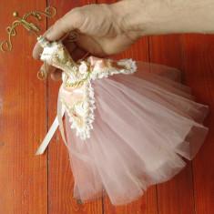 Vintage - piesa deosebita - suport bijuterii - decor - rochie de epoca !!!