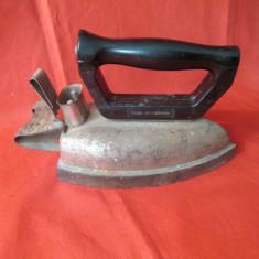 Fier de calcat vechi, fier de calcat electric cu maner ebonita, romanesc anii 60 - Metal/Fonta