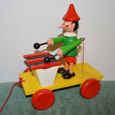 Jucarie de lemn Pinocchio cu xilofon, de tras in urma, pe roti, - Jucarie de colectie