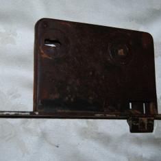 Metal/Fonta, Altul - Veche broasca de poarta masiva din lemn usi de biserica