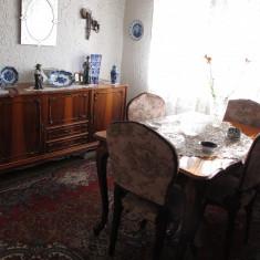 Mobila Sufragerie Madrigal din lemn masiv: masa extensibila; 6 scaune; servanta; vitrina; canapea; cuier; masuta; bar - Set mobila living