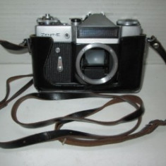 Aparat de Colectie - Aparat foto sovietic vechi de colectie Zenit E fara obiectiv.