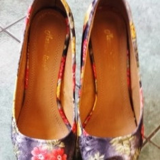 Pantofi cu platforma