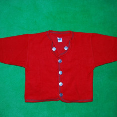 Haina / geaca/ sacou, model etno (rustic, folcloric), din 50% bumbac, 50% acril; marca Mini; cu nasturi de metal cu blazon; 38 cm lun; rosu