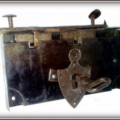 Metal/Fonta, Ornamentale - Broasca, incuietoare masiva pentru lada/cufar de zestre, cu cheie (22cm x12cm)