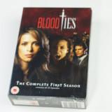 Film serial Altele, Actiune, DVD, Engleza - Blood Ties – Sezonul 1 (Complet 22 Episoade - 5 DVD) Boxset - NOU SIGILAT
