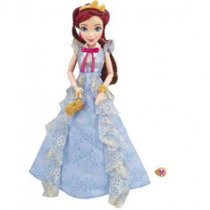 Papusa Disney Descendants - Jane in Tinuta de Incoronare