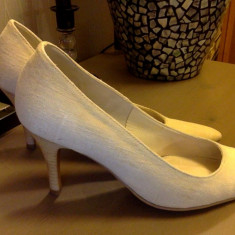 Pantofi din in