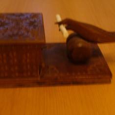 Piese veche artizanat romanesc, cutie, tabachera lemn, pasare ce scoate tigarea