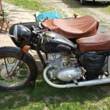 Motocicleta IJ 56 cu atas.