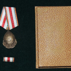 MEDALIA XX ANI DE LA ELIBERARE + CUTIE - Medalii Romania