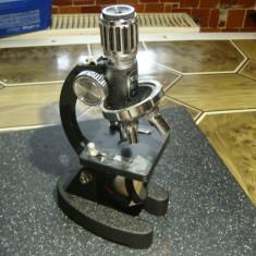 Microscop didactic Y.K.S 100-600x -model vechi