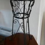 suport pentru ghiveciul de flori din fier forjat pentru gradina