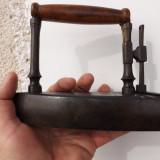 Metal/Fonta - Fier de calcat din bronz in stare perfecta.Inceput de sec.XIX.Lung:16, 5.Lat:9, 5.