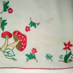Cusatura manuala ornamentala - tivita - tematica vegetala - flori si ciuperci - Tapiterie Goblen