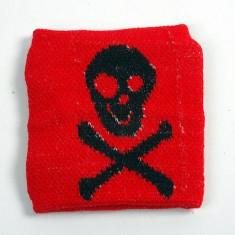 Accesoriu Barbati - Manseta craniu -oase. rosu pe negru