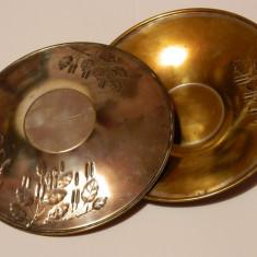 Doua platouri vechi, argintate, Tava