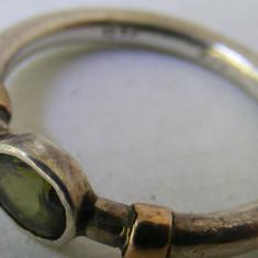 Inel argint - Inel vechi din argint cu piatra galben verzuie