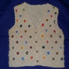 Vesta fetite, tricotata manual