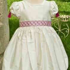 Rochita traditionala Anna (Masura: 1 an)