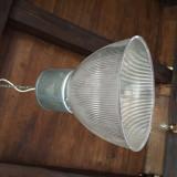 Lampa, proiector suspendat.Iluminat industrial.