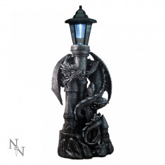 Castelul dragonului cu lampă solară