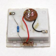 Generator lumina RGB alimentat cu 3 baterii AA(447) - Bec / LED